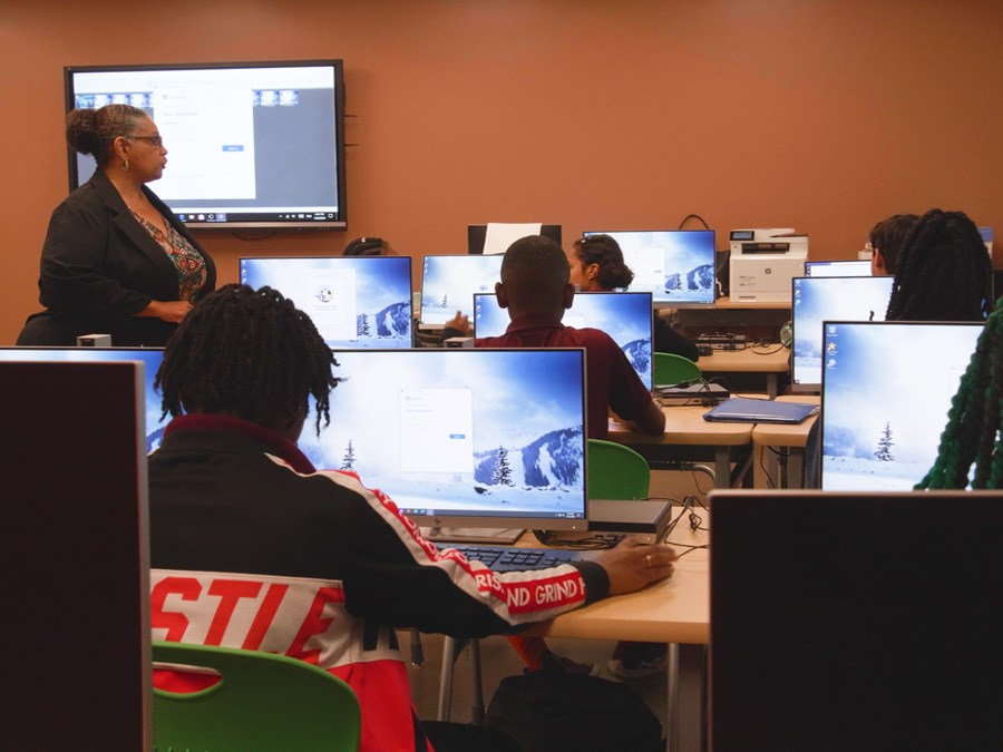 GYAC students working in the computer lab