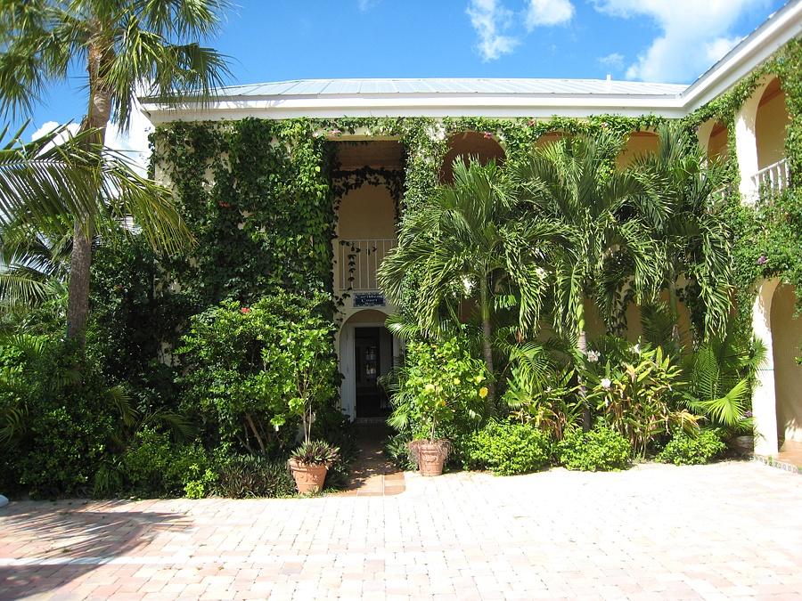 The Caribbean Court Boutique Hotel Entrance In Vero Beach Florida
