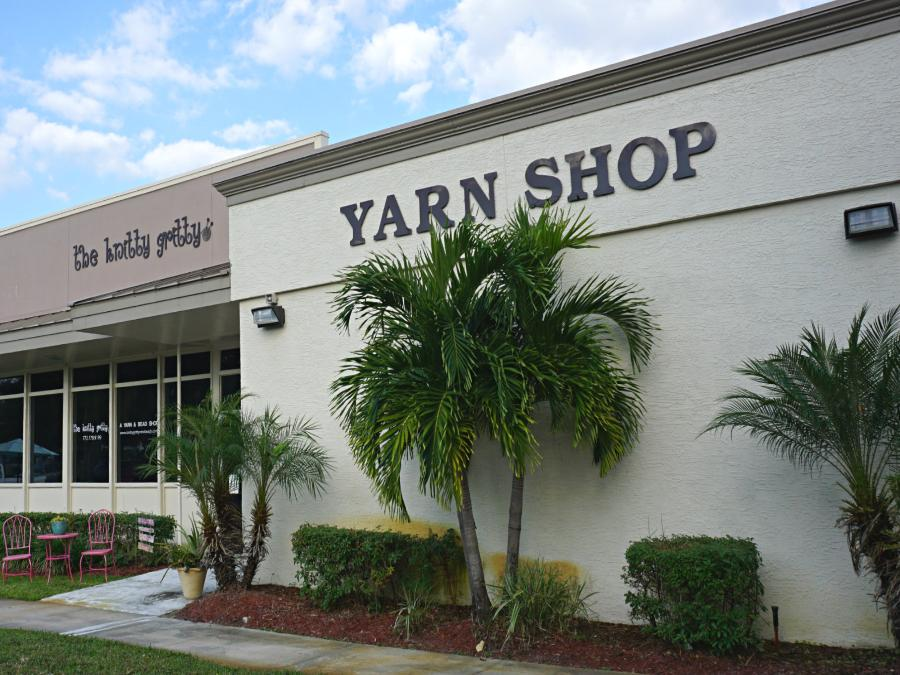 view of  Knitty Gritty Yarn Shop Vero Beach Florida from outside