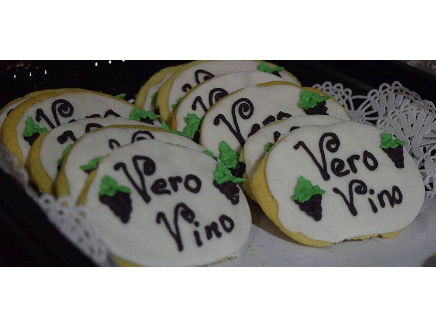 Tray of cookies with Vero Vino written on them