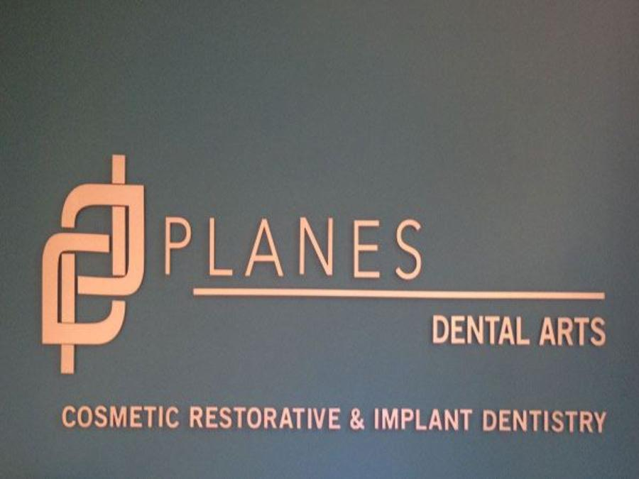 Planes Dental Arts sign
